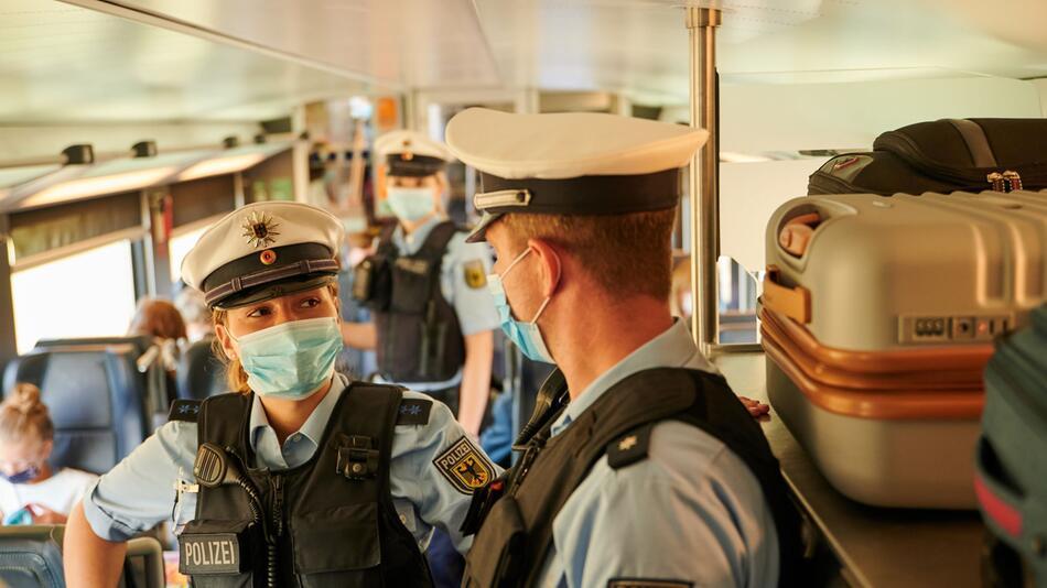 Kontrolle Maskenpflicht bei der Bahn