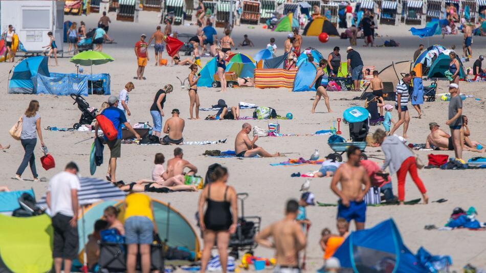Deutsche planen trotz Corona Urlaub