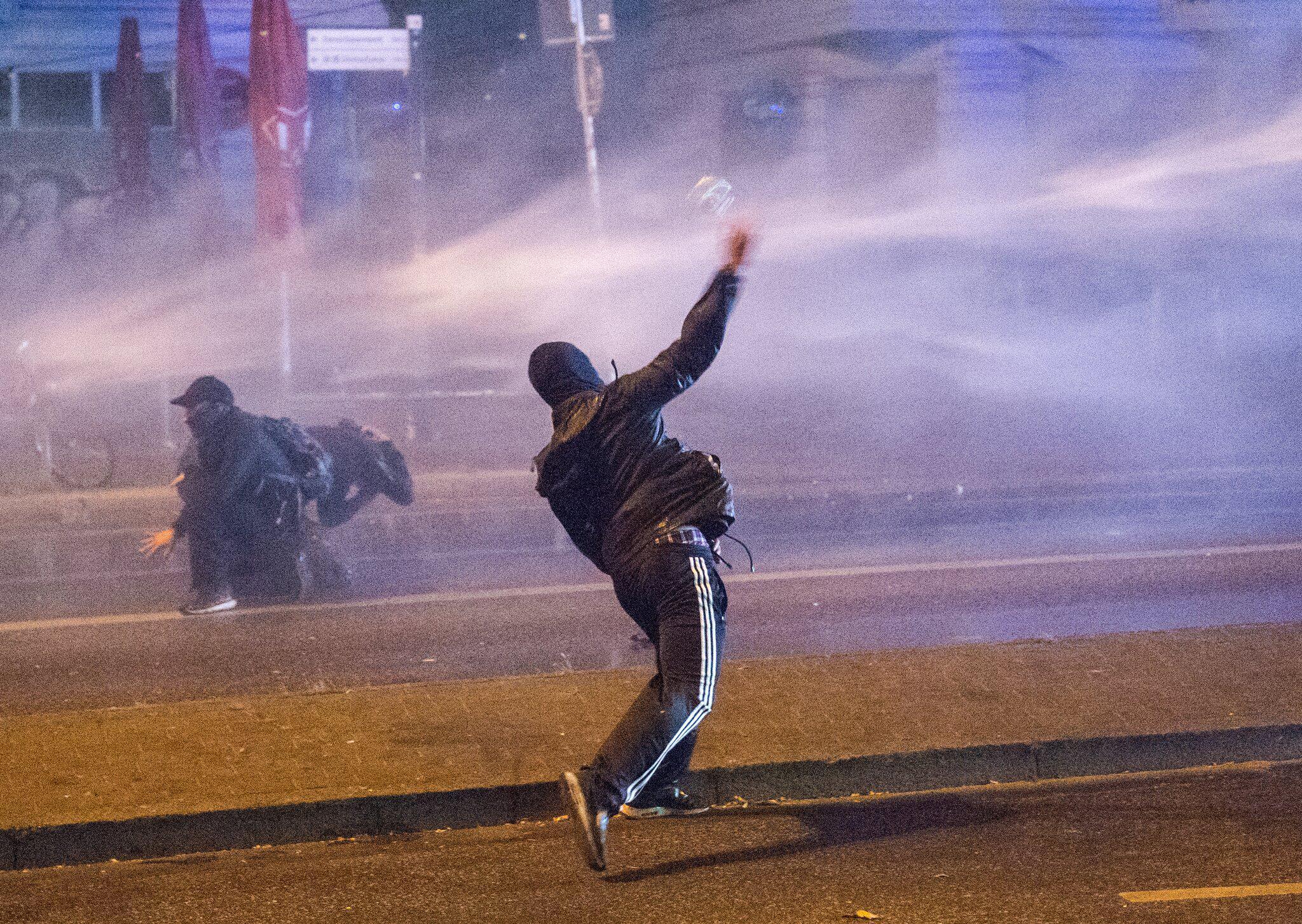 Bild zu G20-Gipfel - Auseinandersetzungen