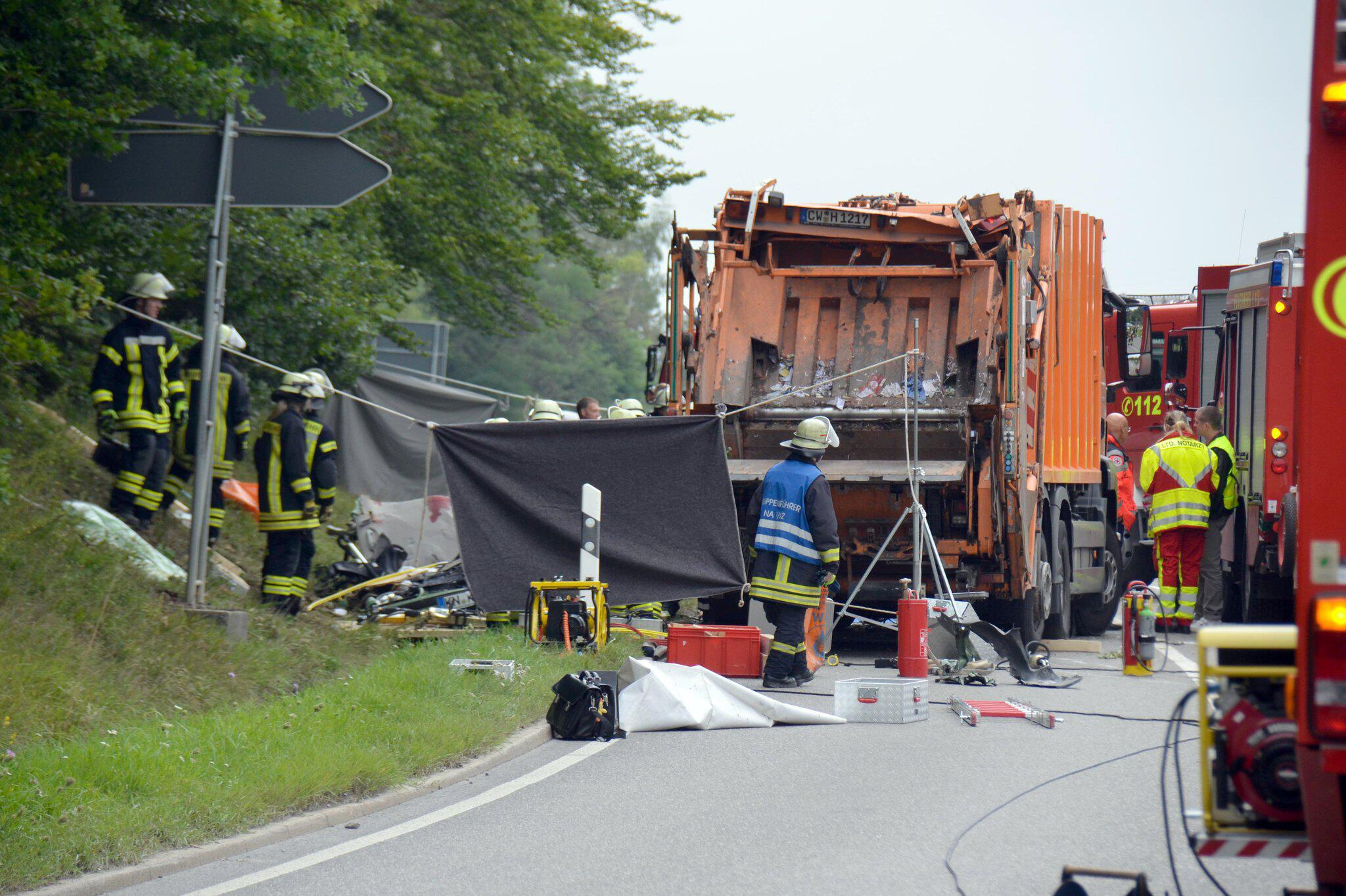 Bild zu Unfall mit Müllwagen