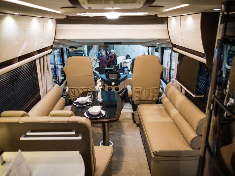 Bild zu Innenraum eines Liner-Reisemobils