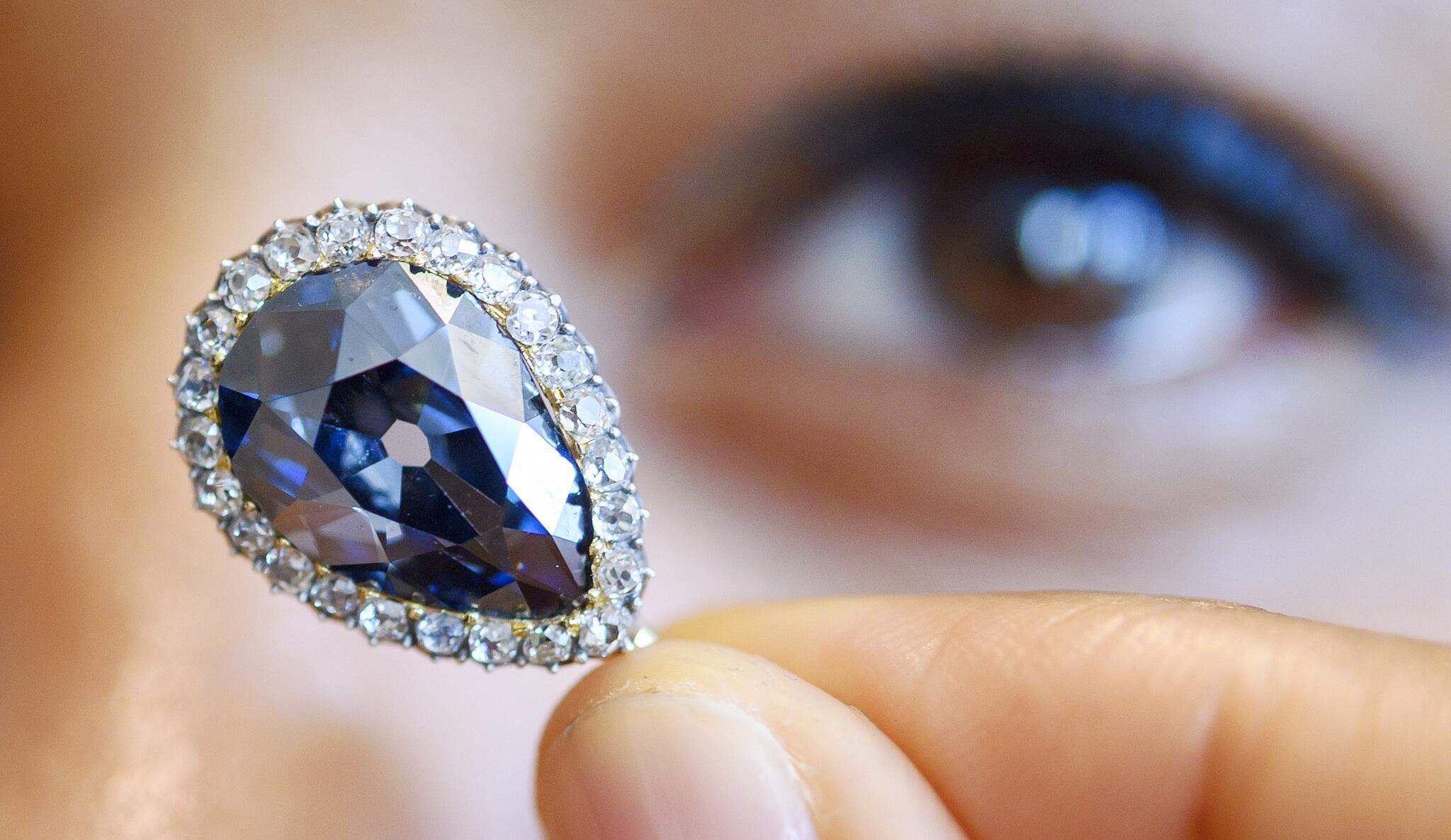 Bild zu Juwelenversteigerung in Genf