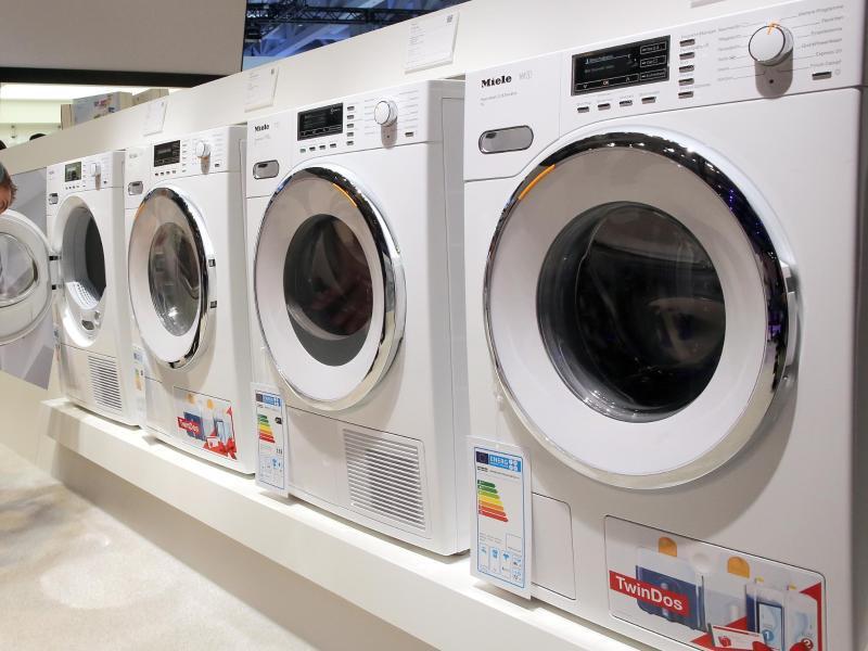 Bild zu Waschmaschinen stehen auf der IFA