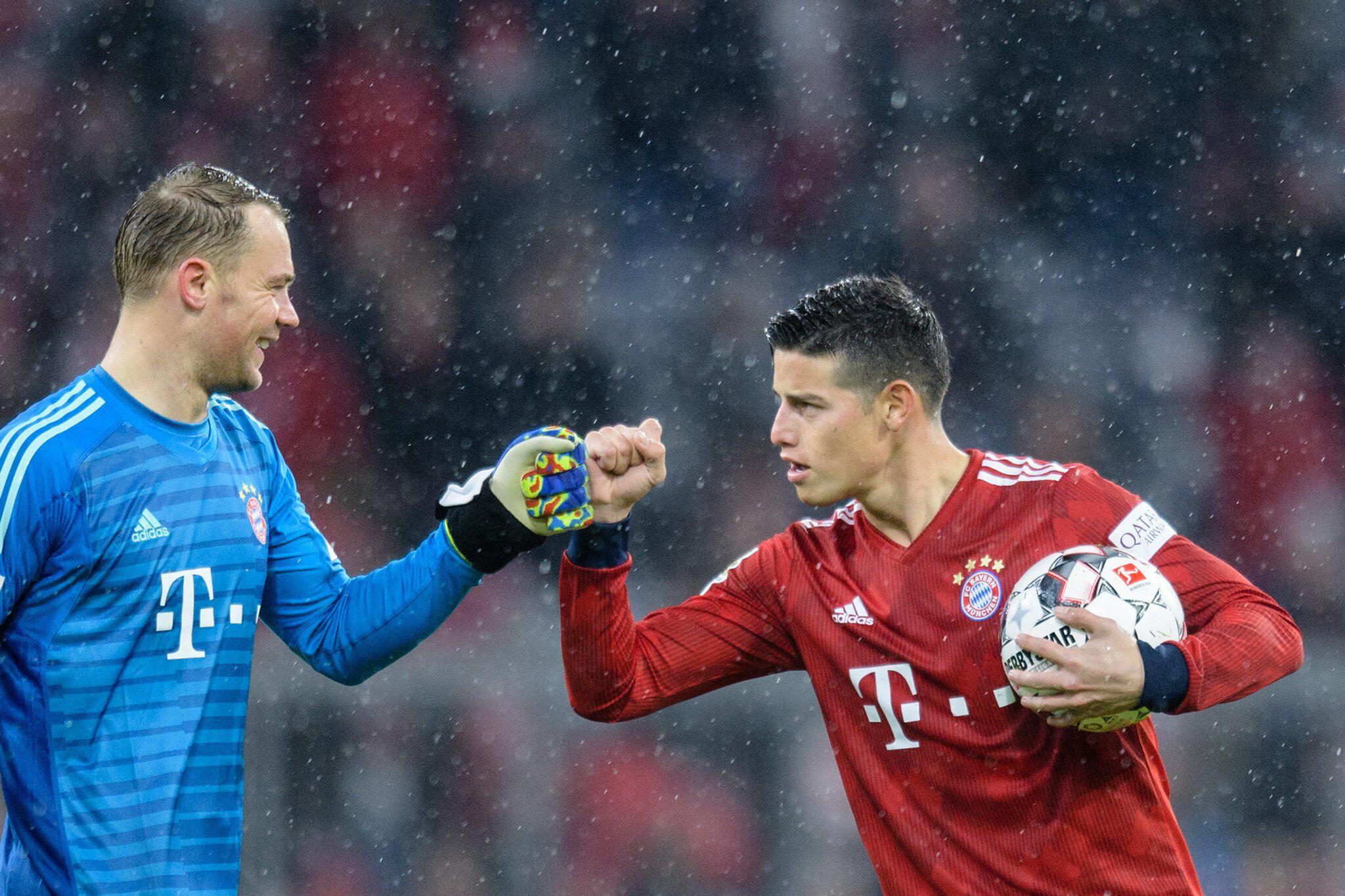 Bild zu James Rodriguez und Manuel Neuer.