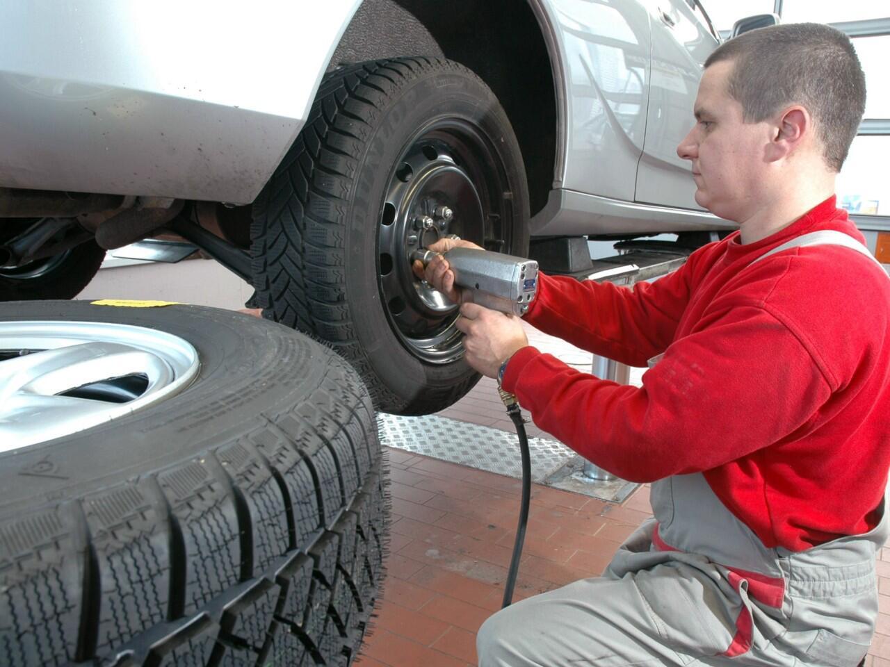 Bild zu Reifenwechsel in der Werkstatt