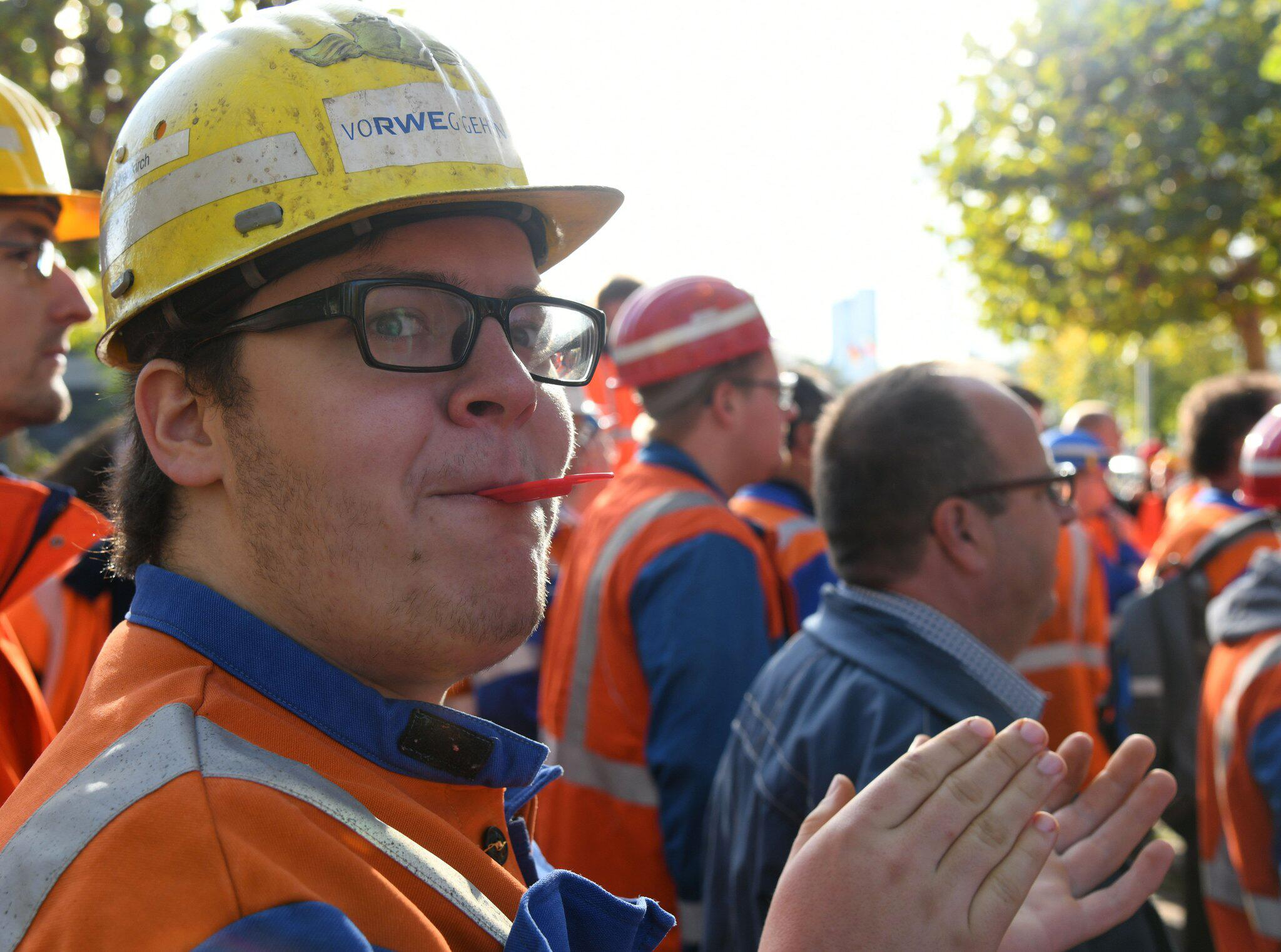 Bild zu RWE miners demonstrate for job preservation