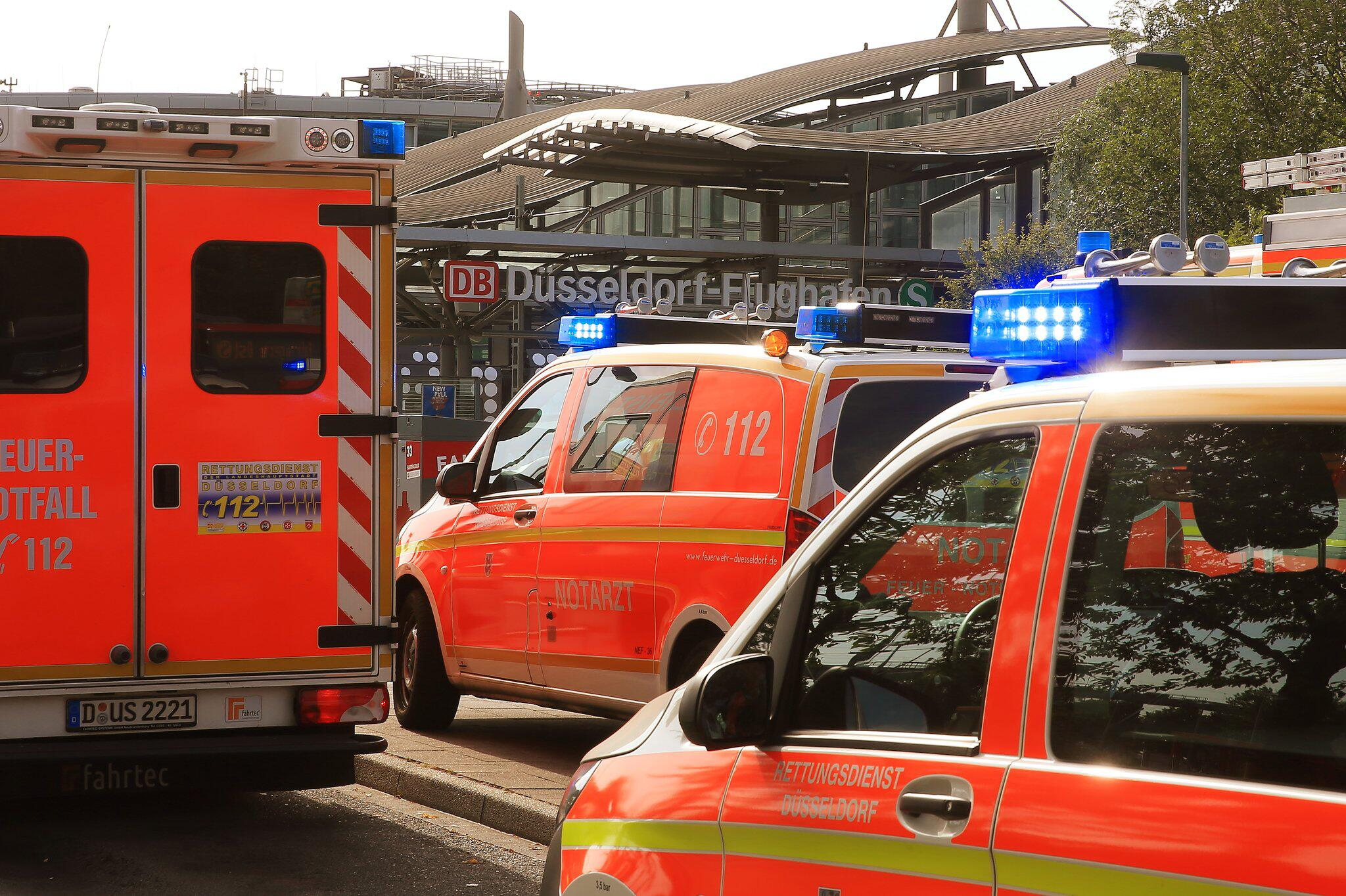 Bild zu Rescue operation after failure of the air conditioning system in the train