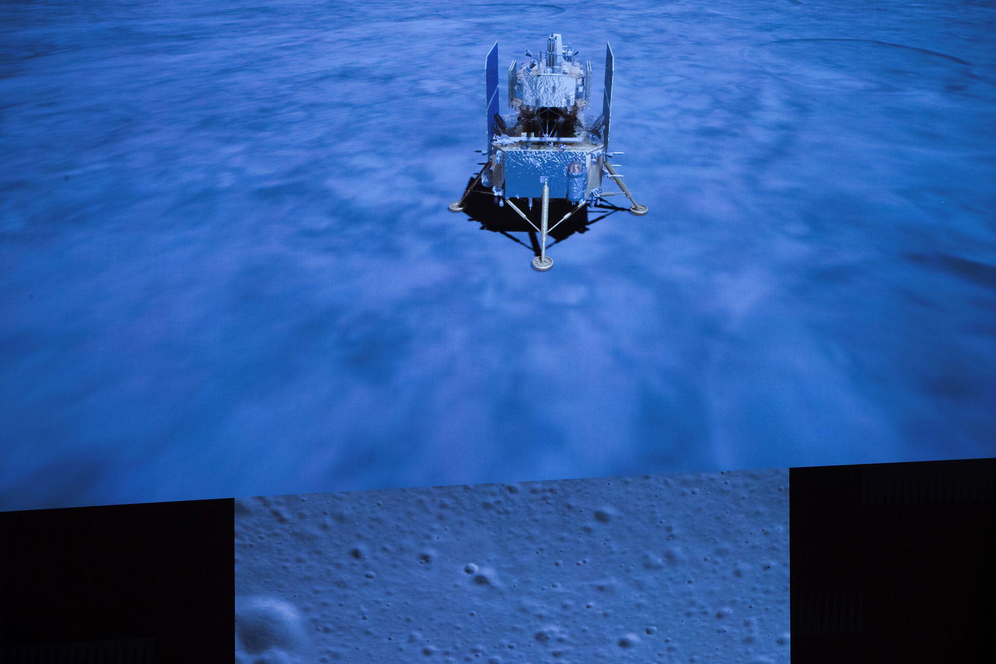 Bild zu Chinas Raumkapsel mit Mondgestein gelandet