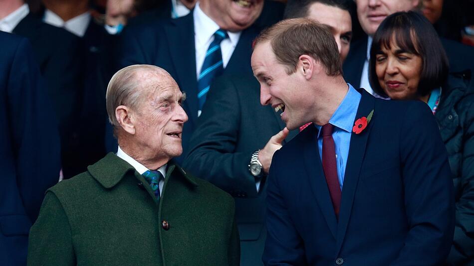 Prinz Philip (l.) arrangierte offenbar Treffen zwischen der Queen und seinem Enkel Prinz William.
