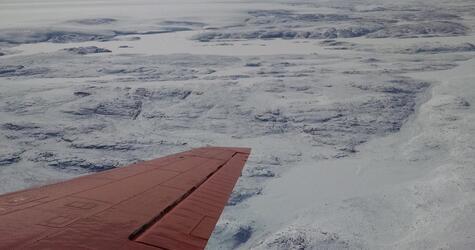 31 Kilometer breiter Krater unter Eis von Grönland