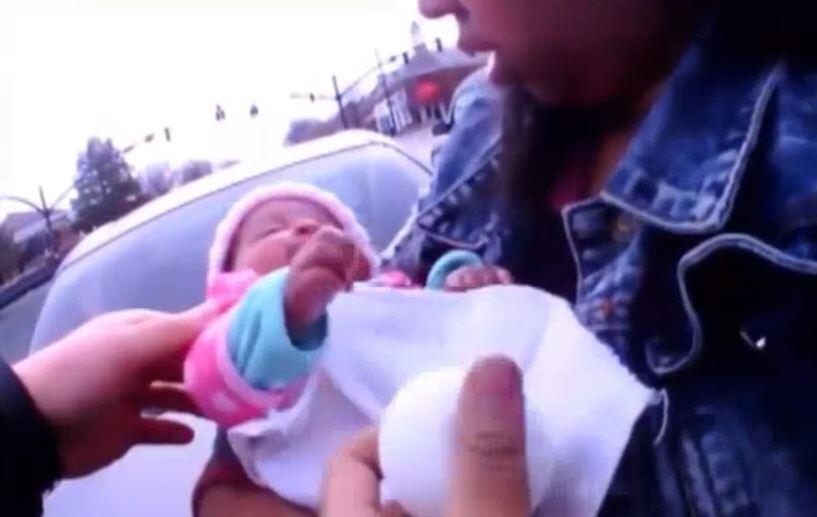 Bild zu Atemstillstand: Polizisten retten Baby in letzter Minute