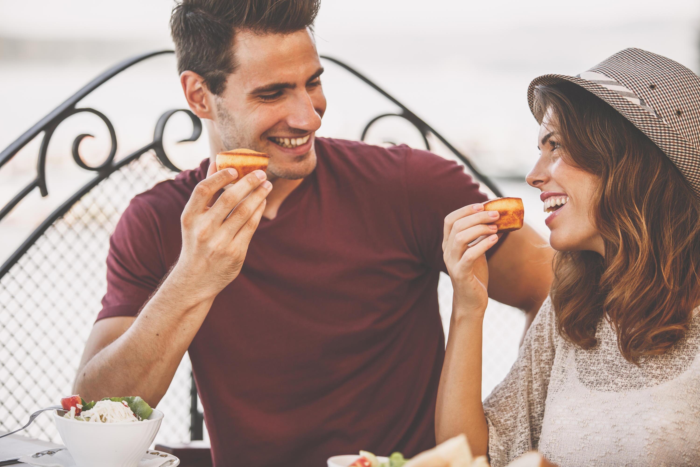 Bild zu Date, Ideen, Geschenke, Picknick, romantisch, Mann, Frau, Kerzenschein