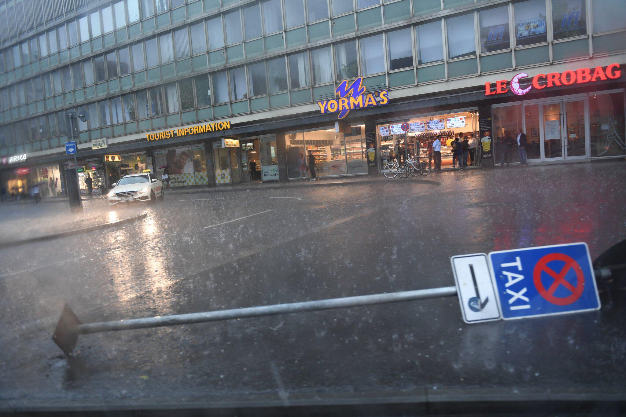 Bild zu Starkregen und Hagel in München