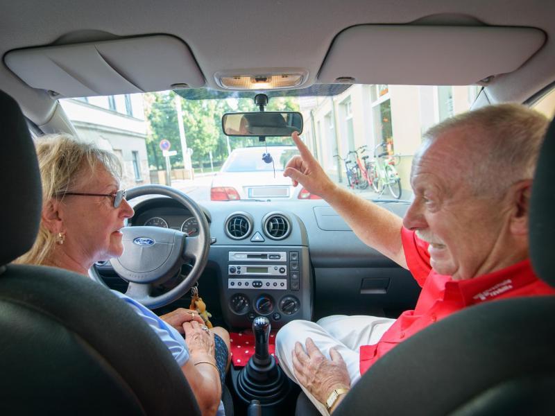 Bild zu Praxisstunden für ältere Autofahrer