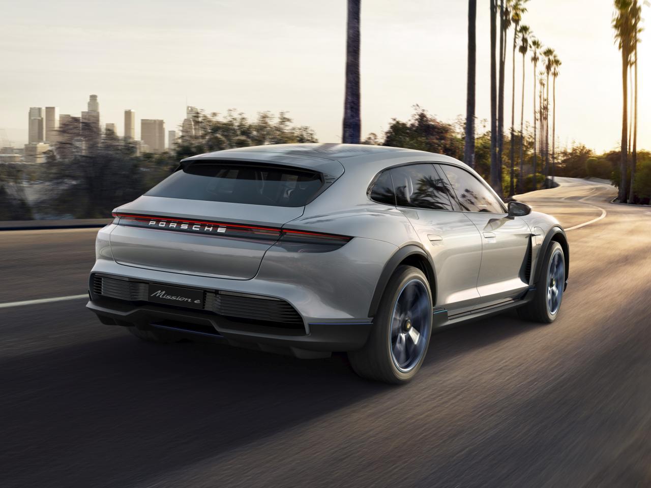 Bild zu Porsche Mission E Sport Turismo