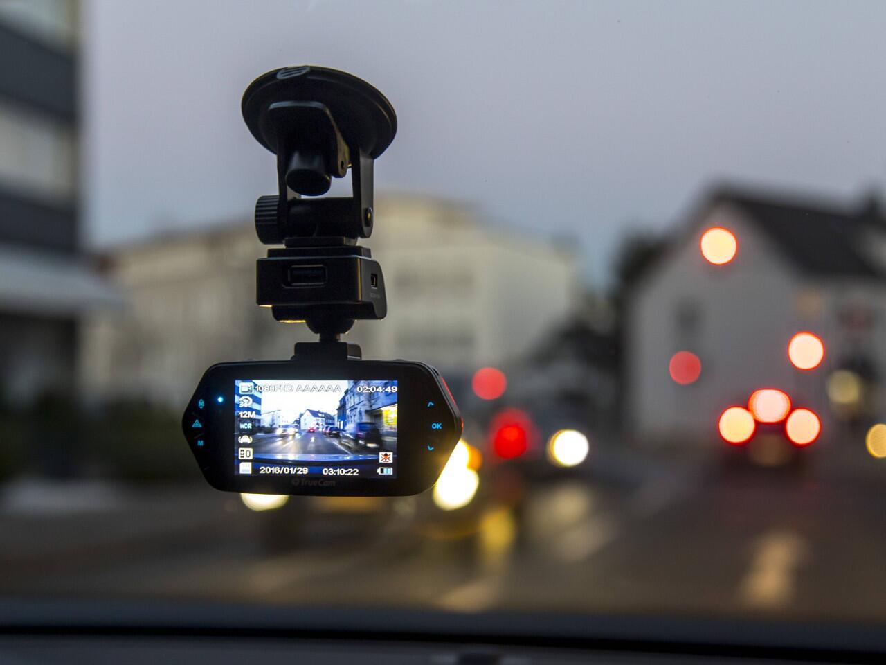 Bild zu FAQ Dashcams: Alle wichtigen Antworten rund um die Nutzung der Videokamera