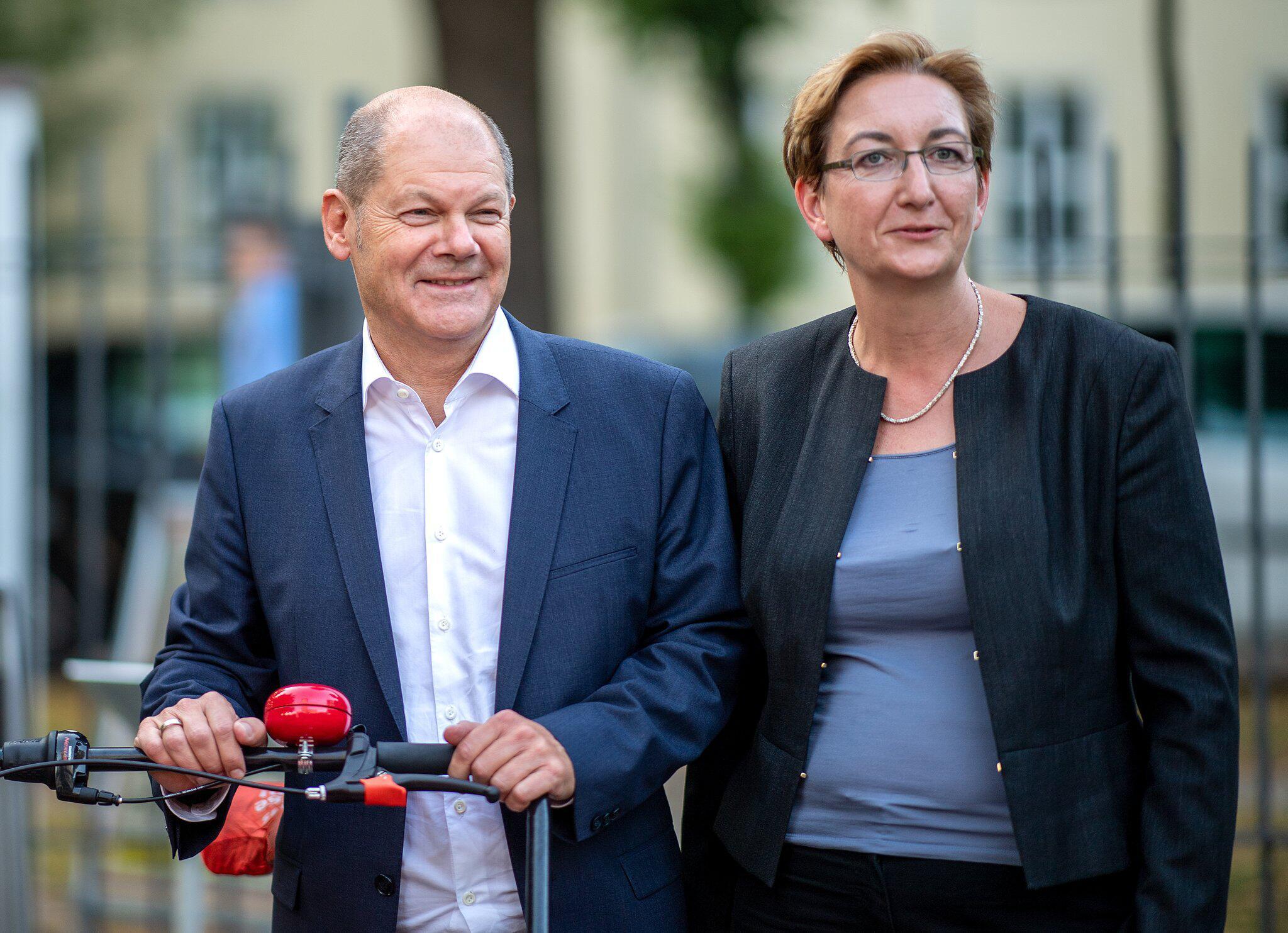 Bild zu Wahlkampftermin der SPD mit Scholz und Geywitz