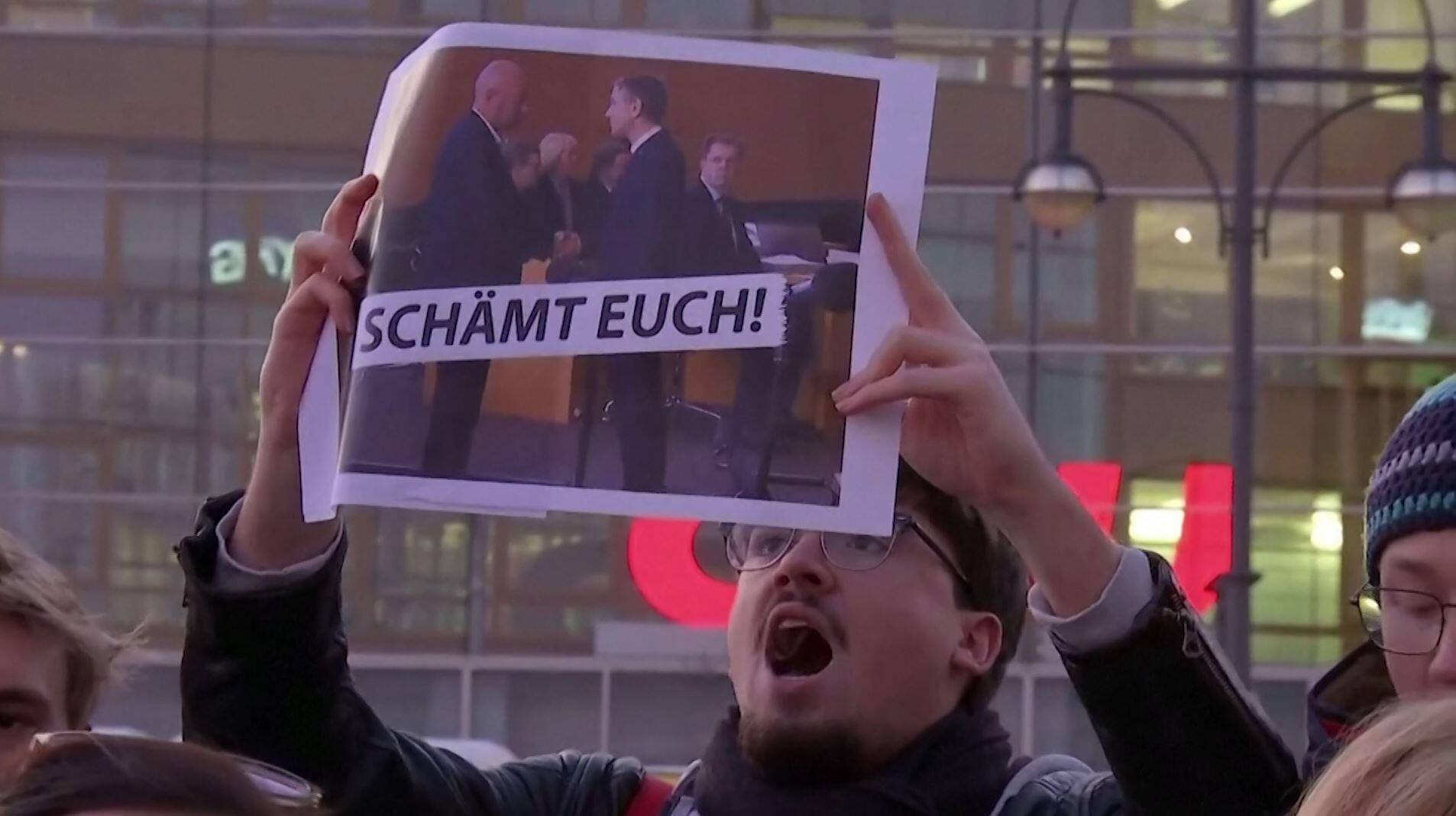 Bild zu Proteste gegen Ministerpräsidenten-Wahl in Thüringen