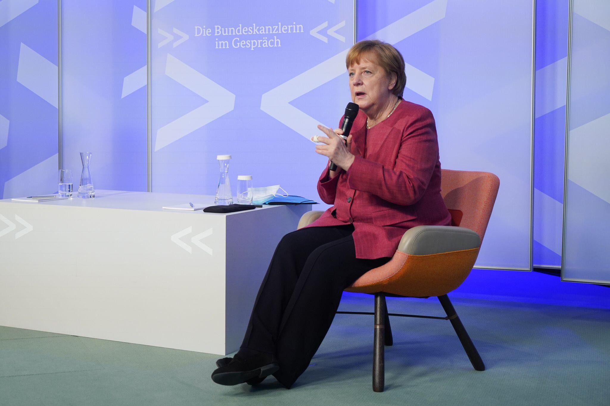 Bild zu Merkel bei virtueller Reihe «Die Bundeskanzlerin im Gespräch»