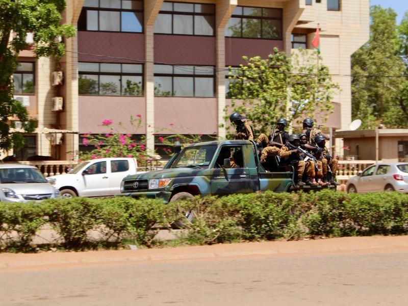 Bild zu Soldaten in Ouagadougou