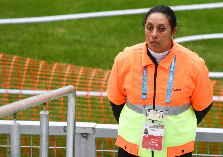 Bild zu Weiblicher Stadionordner