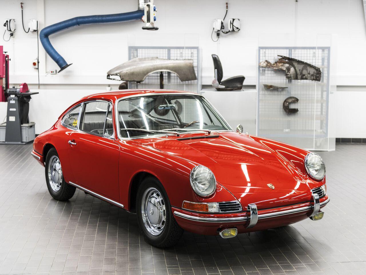 Bild zu Als der 911 noch 901 hieß: Porsche Museum zeigt erstmals den ältesten Elfer