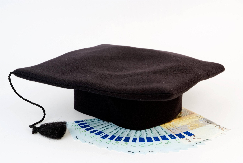 Bild zu Studienabgängerkappe mit Geld
