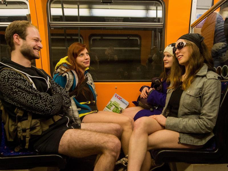 Bild zu No Pants Subway Ride