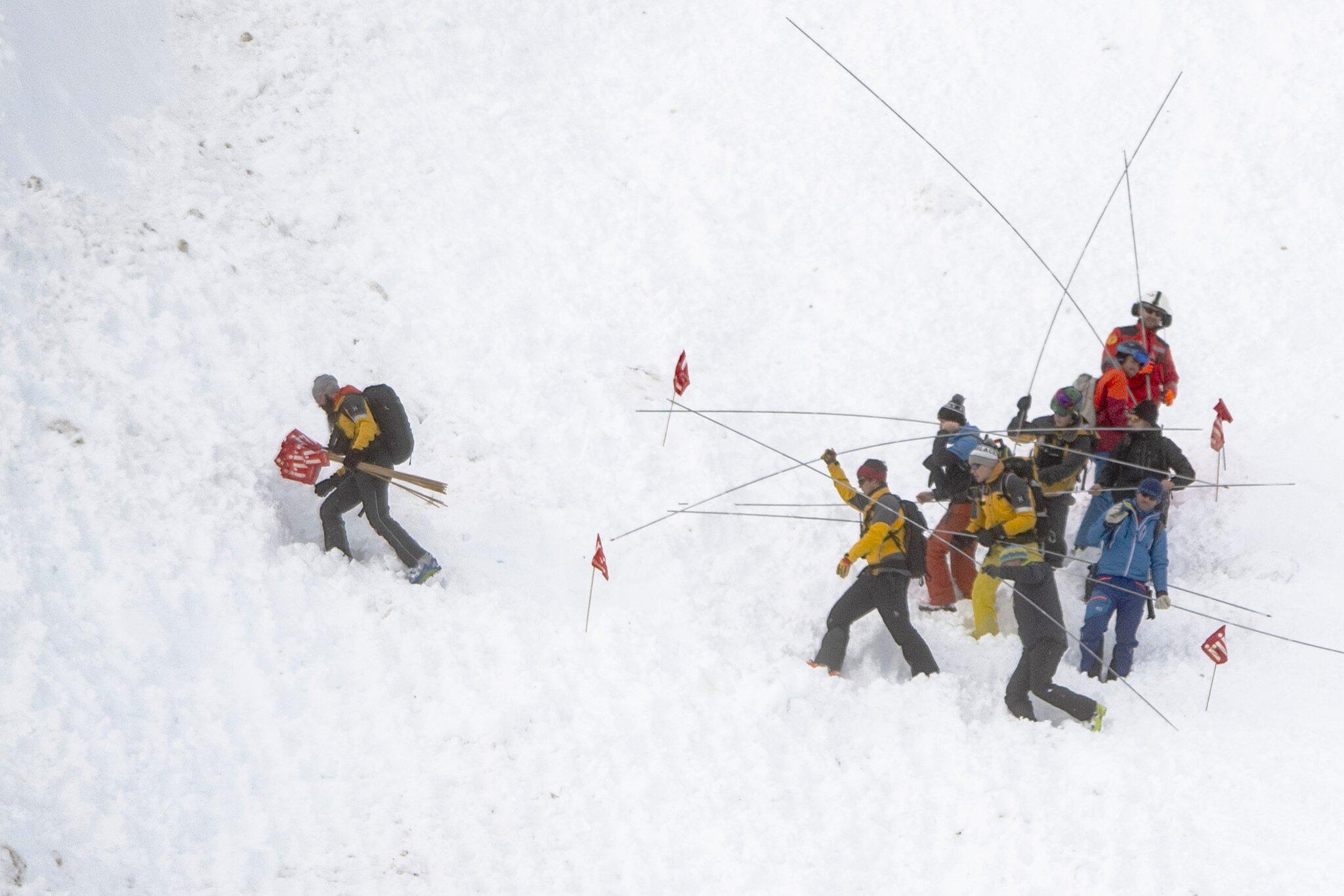 Bild zu Lawine auf Skipiste in der Schweiz