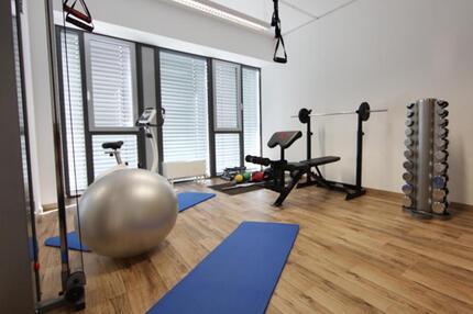 Fitness-Raum neben dem Büro