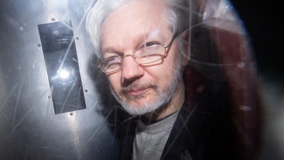 Partnerin bittet Gericht um Freilassung von Assange