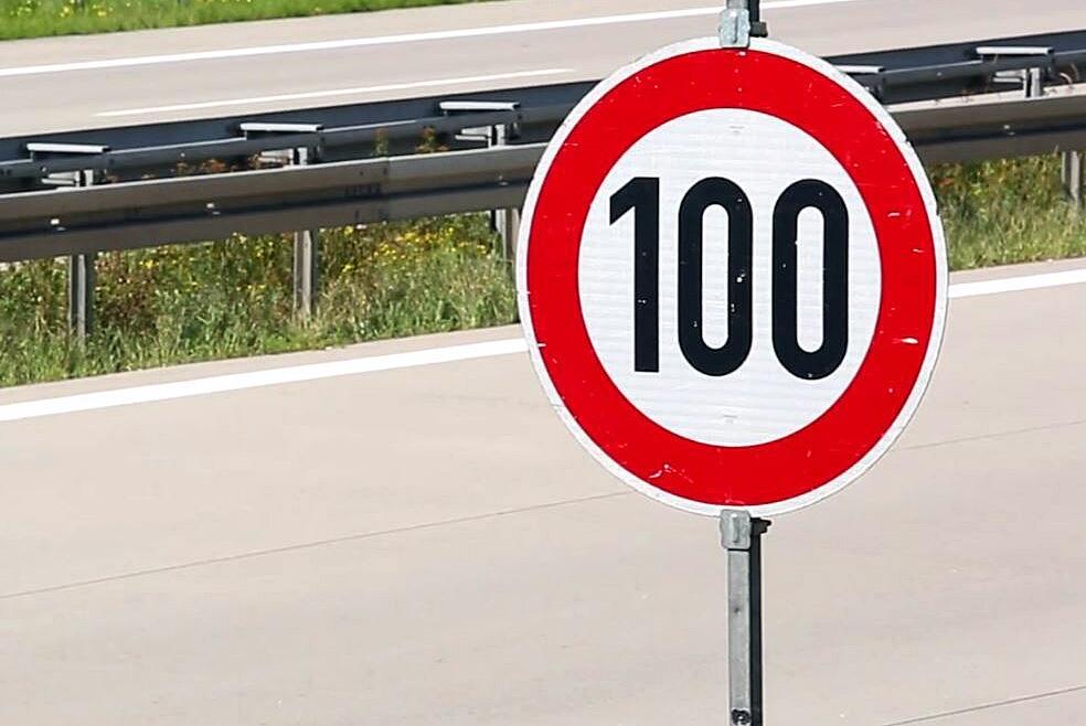 Bild zu Straßenschild, Geschwindigkeitsbegrenzung