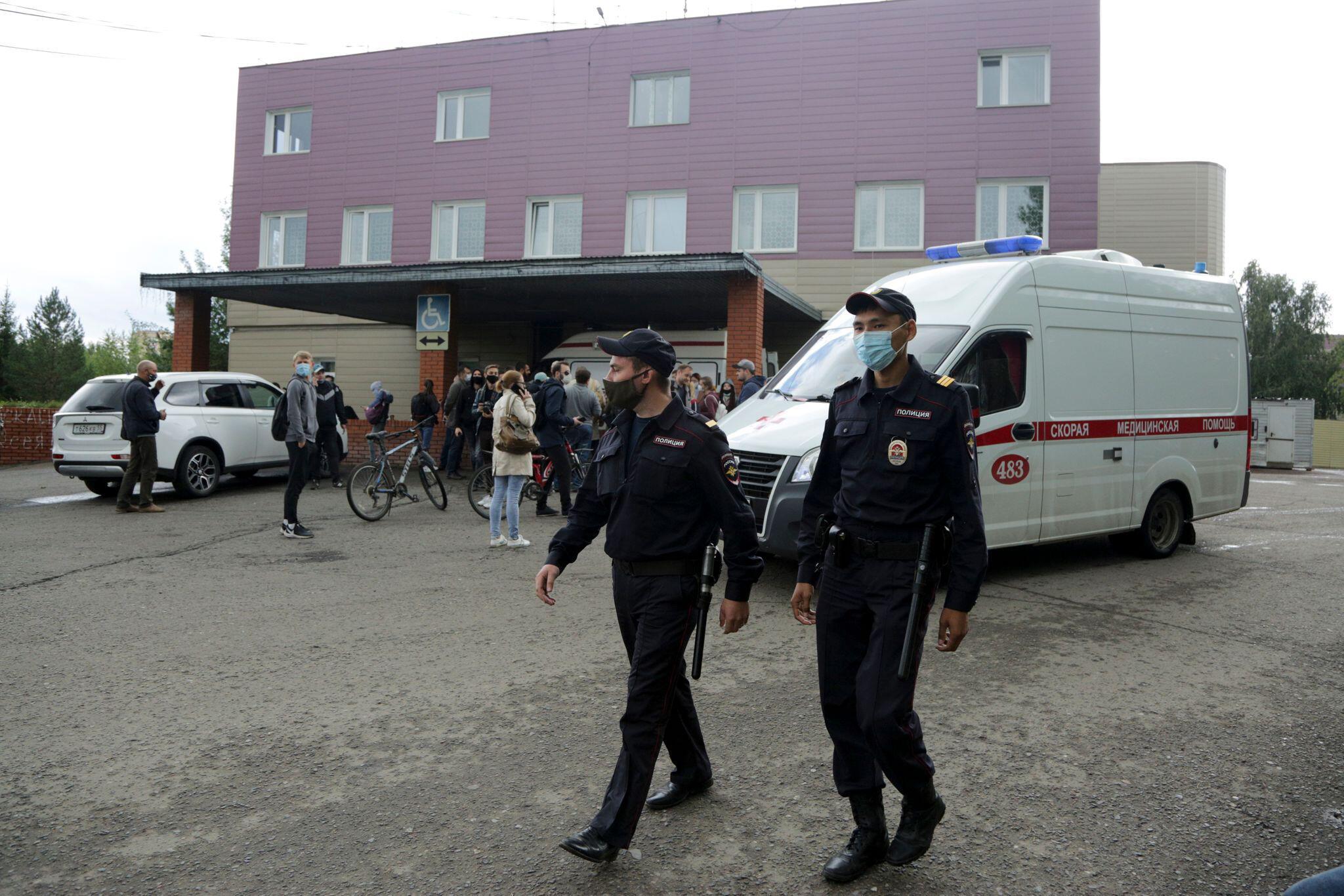 Bild zu Er behandelte Nawalny nach Giftanschlag: Arzt gestorben
