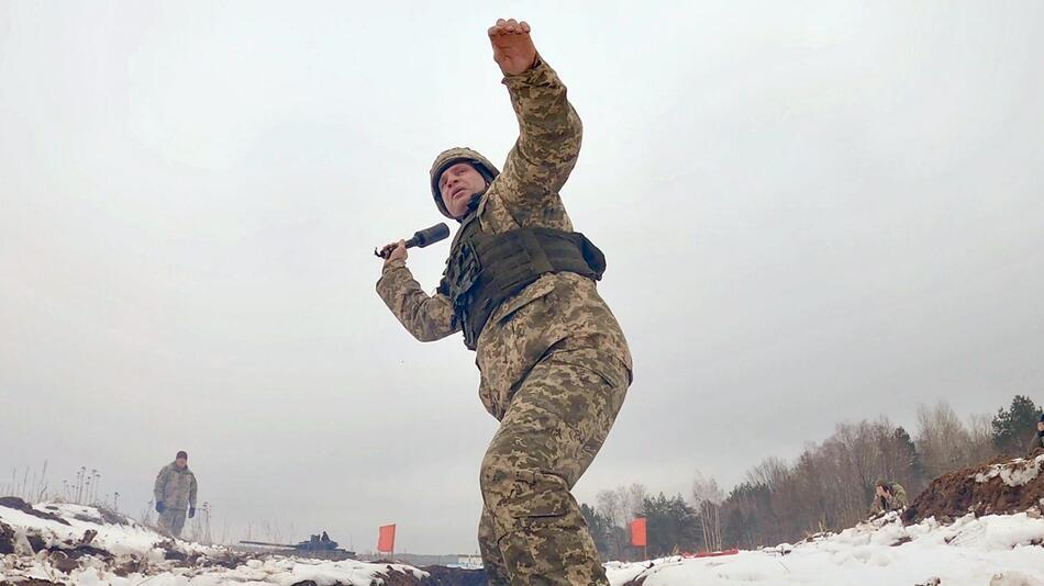 Klitschko bei Schießübung für Abwehr russischer Panzer