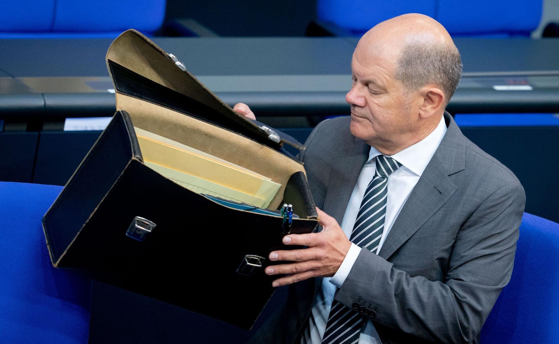 Bild zu Scholz stellt neue Steuerschätzung vor