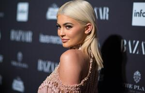 Kylie Jenner, Bodypainting, topless, Shooting