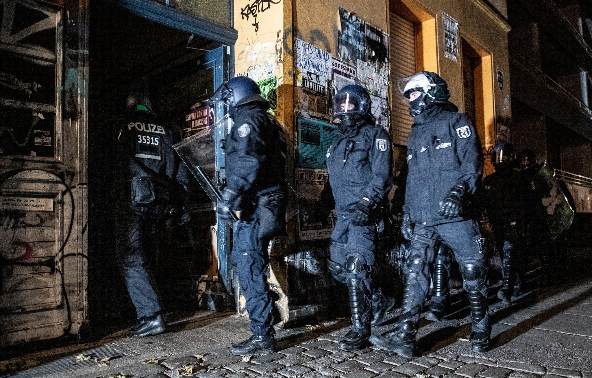 Bild zu Polizei-Großeinsatz in der Rigaer Straße