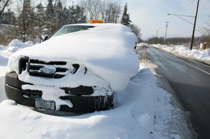 Eingeschneites Auto nahe Buffalo