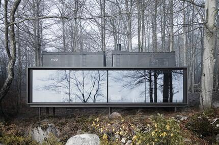 Design-Haus in der Natur Dänemarks. Ganzer Bau.