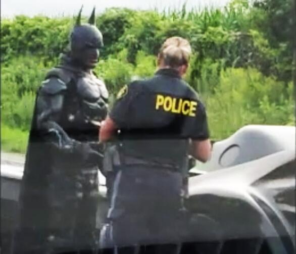 Bild zu Batman von Polizei angehalten