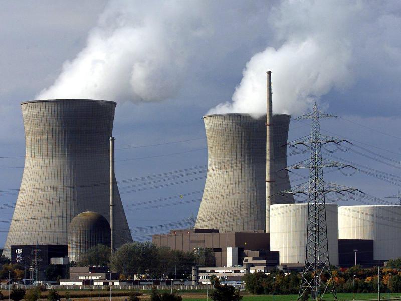 Bild zu Blick auf das Atomkraftwerk Gundremmingen