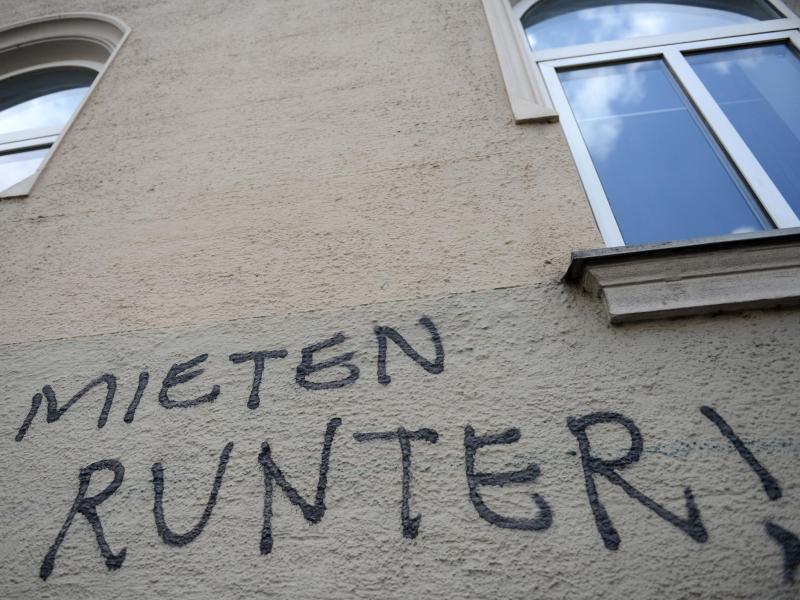 "Bild zu Graffiti - ""Mieten runter!"""