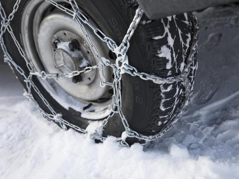 Bild zu Fahren mit Schneeketten