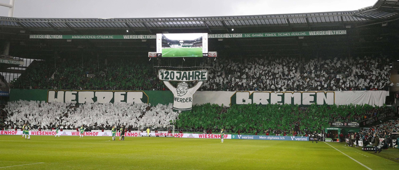 Bild zu Fußball, Bundesliga, Bremen, Augsburg, Choreographie