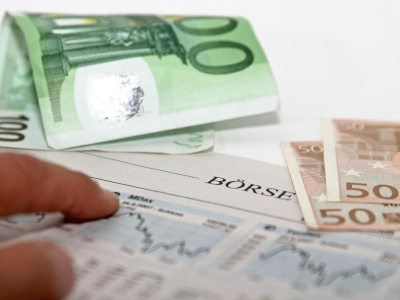 Bild zu Zeitung und Geldscheine