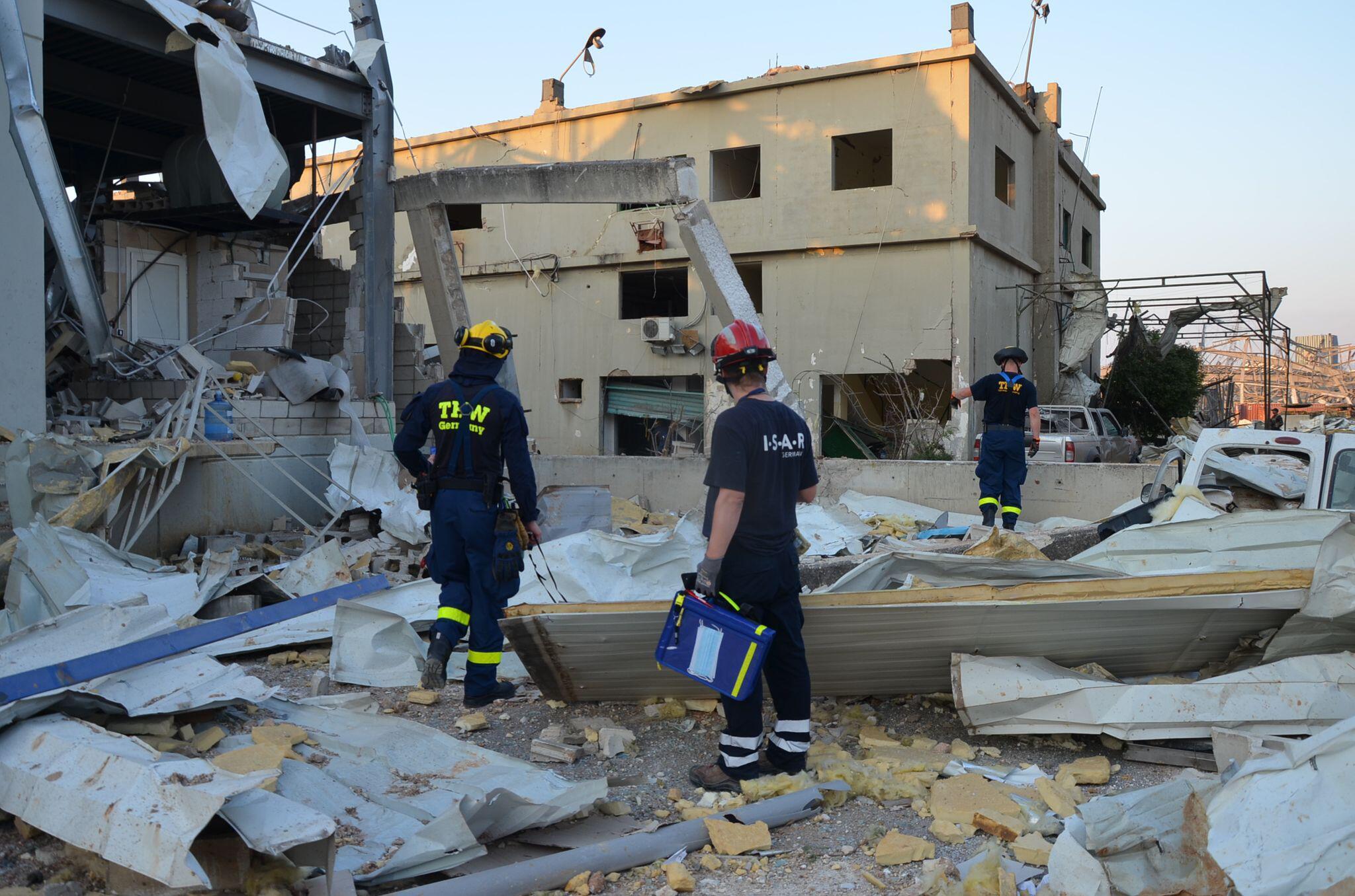 Bild zu Nach der schweren Explosion in Beirut - THW