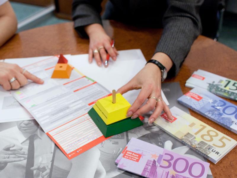 Bild zu Geldscheine und Papiere