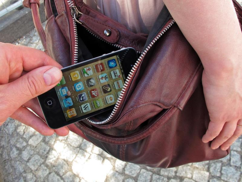 Bild zu Handy wird aus Tasche geklaut