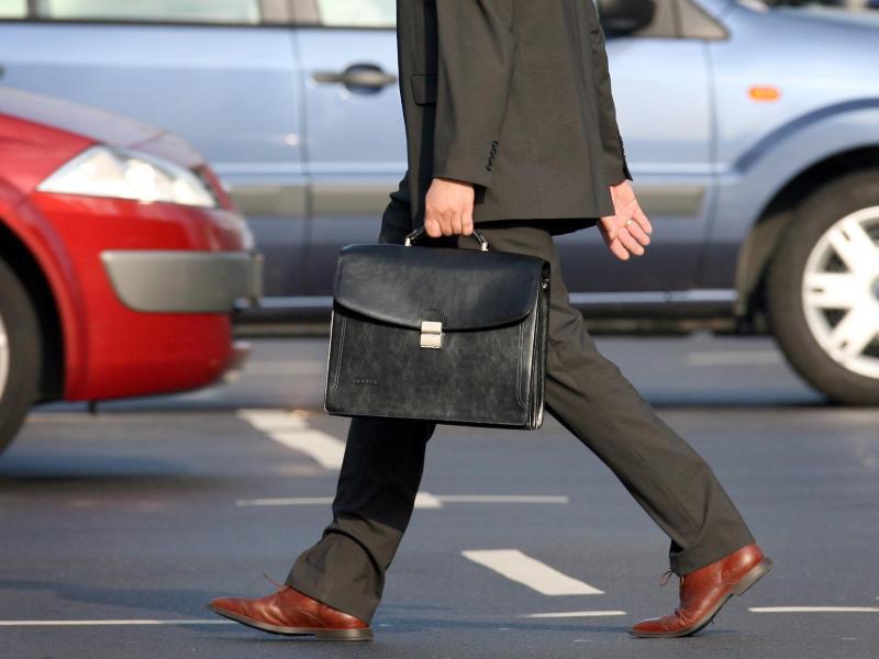 Bild zu Mann auf dem Weg zur Arbeit