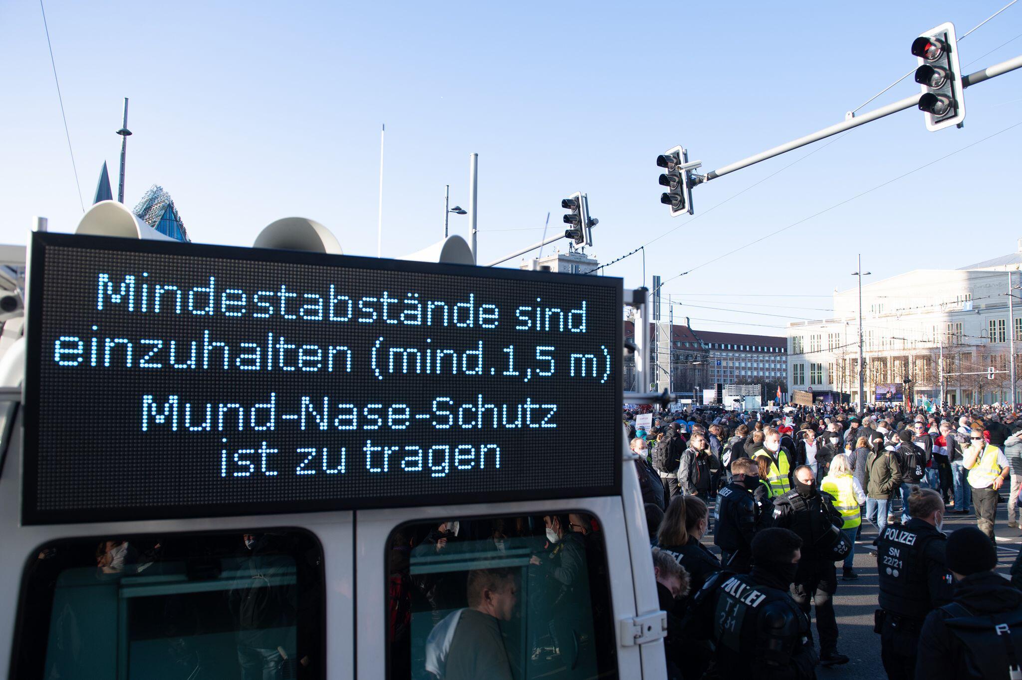 Bild zu Demonstration «Querdenken» in Leipzig